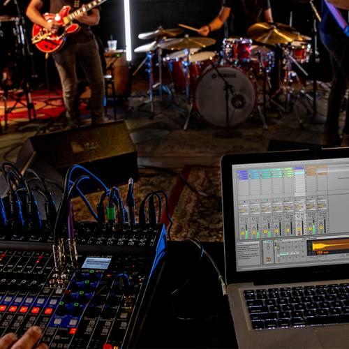 zoom L20 mixer & recorder